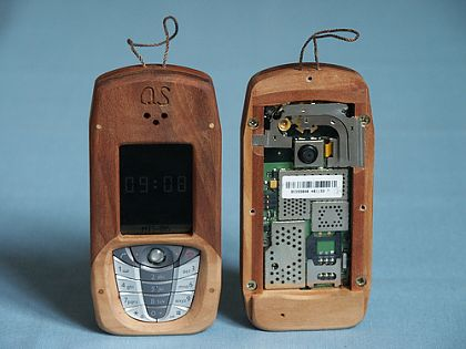mobilecollectors.net - Mobile-modding: wood covered Siemens CX65.