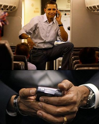 mobilecollectors.net - Barack Obama and his Blackberry.